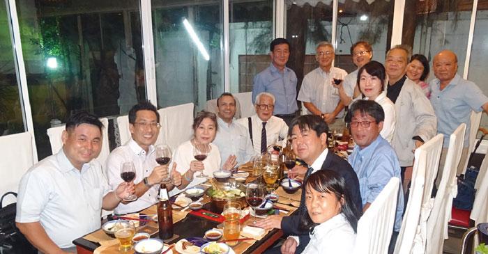 バンコクソフィア会(上智大学) バンコクソフィア会は、現在80名近くのメンバーが登録しており、定例の食事会を年2回、6月と11月に開催しています。また、ゴルフ会も年数回、行っています。ご家族での参加も歓迎で、大変アットホームな集まりです。ぜひお気軽にご参加ください。