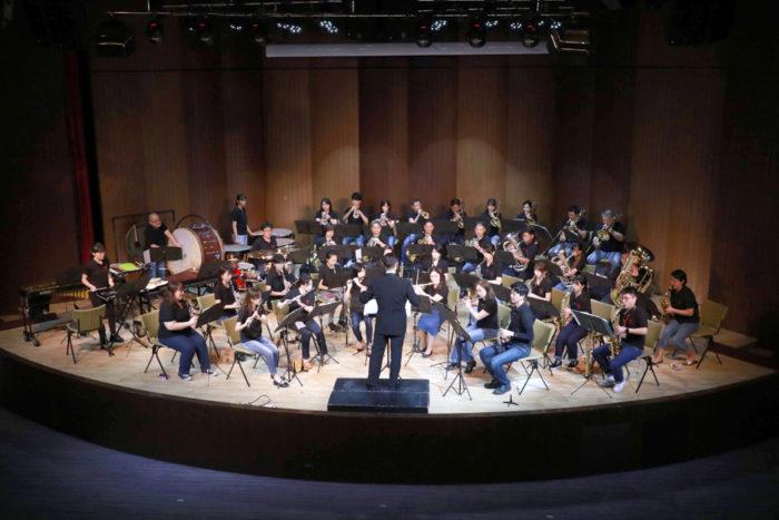 バンコクブラスバンド バンコク在住の日本人有志を中心とした市民吹奏楽団です。毎週の練習と年2回の自主演奏会や各種イベントへの参加を通じて、和気あいあいと楽しく活動しています。いつでも見学歓迎です!
