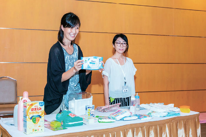 母親教室 サミティヴェート病院さんのお部屋をお借りしてタイの妊婦さんを対象に、タイでの妊娠中の生活や出産後に必要なことについてお話ししています。初産・経産婦さん共に歓迎です。子連れ参加ももちろんOKです。日本人会非会員の方もご参加頂けます。