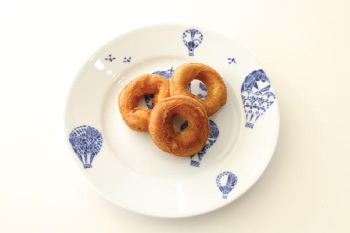 甘さ控えめな昔ながらの「ドーナッツ」は大人気店! 売り切れることもあるから早めに買ってね!