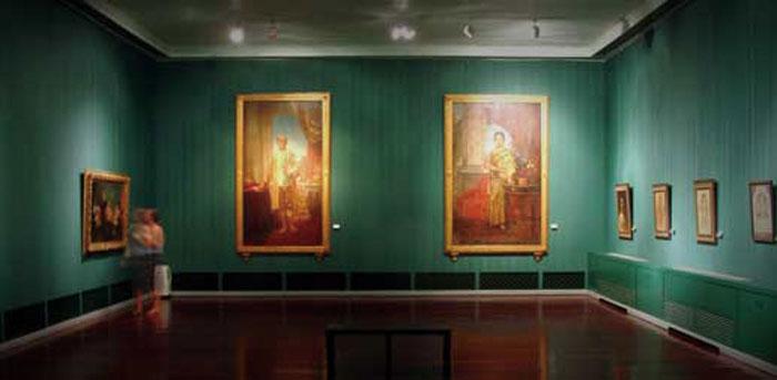 National Gallery of Thailand バンコクに王朝が開かれてから現代までの絵画、彫刻作品のコレクションを展示。国内外の現代アーティスト作品の展示会を頻繁に行っており、水彩画や空間アート、写真など、さまざまな感性に触れることができます。