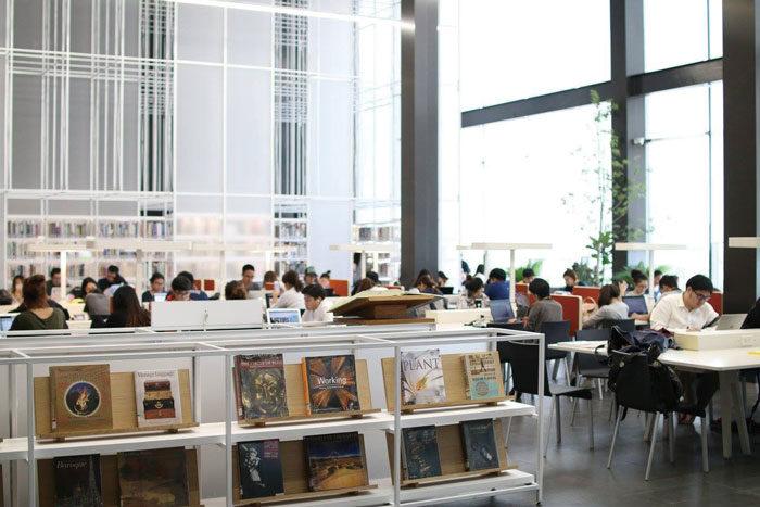 TCDC(Thailand Creative & Design Center) ギャラリー、ライブラリー、ワーキングスペース、アートショップなどが入ったアート施設。もともとエンポリアム内にありましたが2017年5月、旧中央郵便局に移転オープンし、注目を集めています。