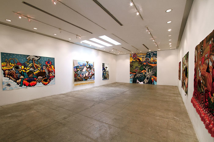 100 Tonson Gallery 2007年、ロンドンのアート誌で世界のギャラリートップ50に選ばれた人気ギャラリー。コンテンポラリーアート中心で、タイの新進気鋭のアーティストの他、草間彌生など世界的に有名なアーティストの展示会が行われることも。