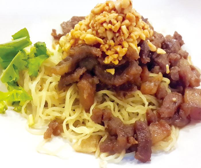 豚肉の甘辛炒め入りトム ヤムソース中華麺  85B