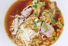 黒豚と唐辛子&塩と炒めた 揚げ豚皮のせご飯 130B