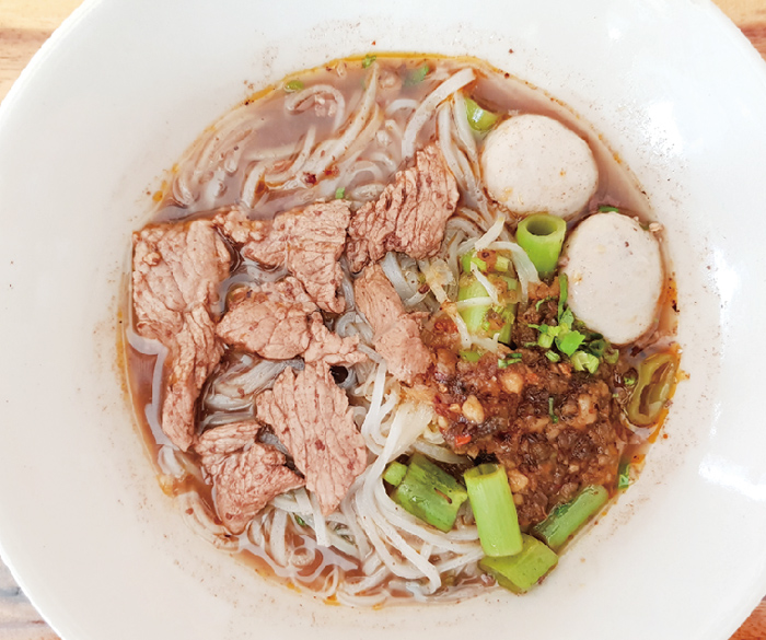 濃厚スープが決め手「クイティアオ・ルア」専門店 - ワイズデジタル【タイで生活する人のための情報サイト】