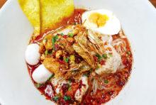 まろやかなトムヤムスープと麺の相性◎