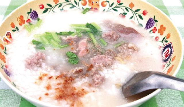 サイムー(豚の胃)、スペアリブ、 挽肉入りのお粥・・・ 40B