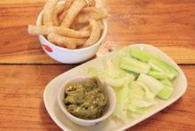 モダンなカフェ風食堂で北部タイ料理を
