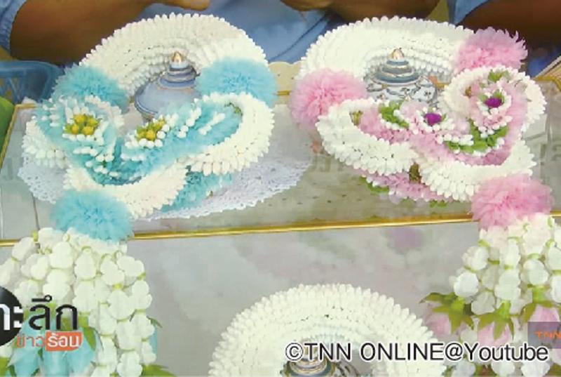 「プアンマーライ」と呼ばれる、デコレーションを施した花輪も人気です(1個20B前後)