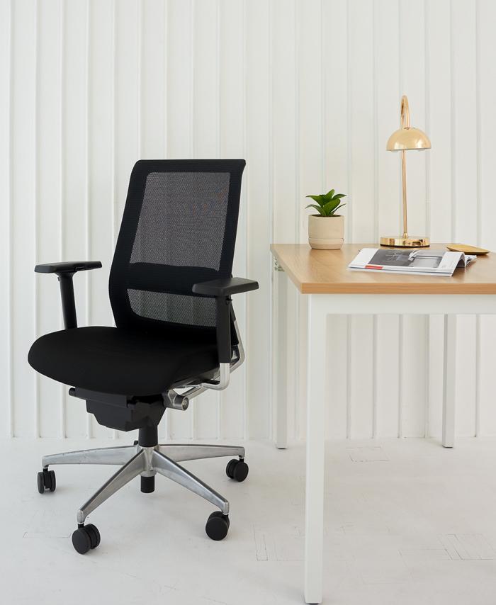 オフィスチェアには職種に適した機能やデザインが用意されている