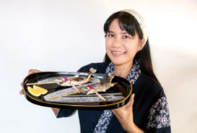 日本の旬を意識して美味しい「季節の焼魚」をお楽しみ頂けます。初夏はやまめや、いわななどの川魚を。そして季節が秋へと向かう今なら、やっぱり秋刀魚を食べたくなるもの。そこで、「秋刀魚の塩焼き」を1尾120Bで提供中。なんと2尾目は50B。まるで日本にいるような季節の味を感じに、どうぞご来店ください。(写真の料理はイメージです)