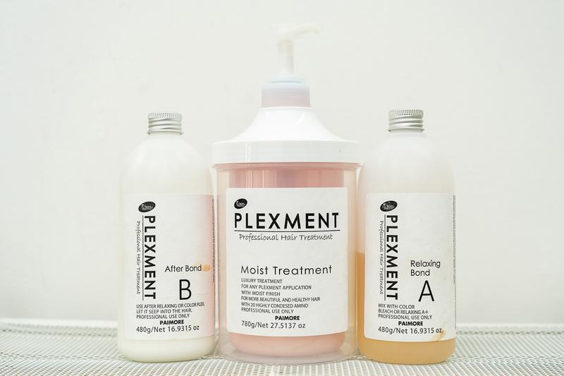 カラー剤に混ぜて使用し、性別問わず支持を集める「PLEXMENT」。18種の高濃度アミノ酸とジカルボン酸でヘアカラーによるダメージを修復。爽やかな柑橘系の香りも◎