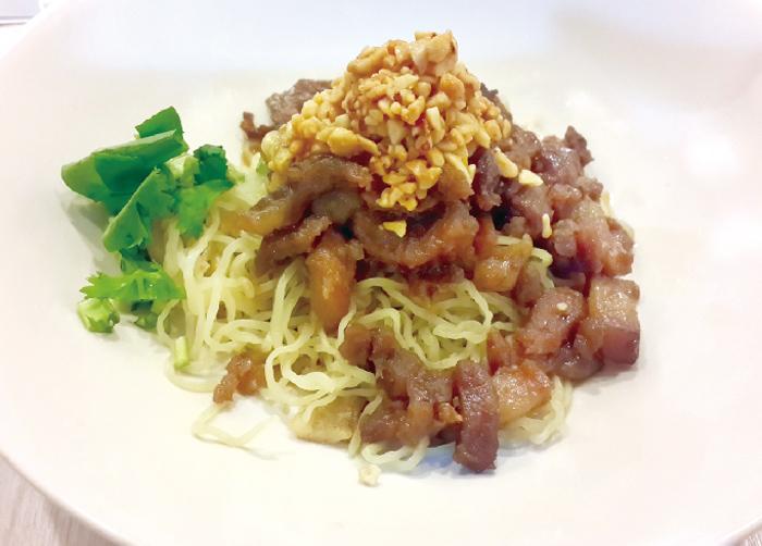 豚の甘辛炒め乗せ トムヤムソース中華麺 ・・・75B