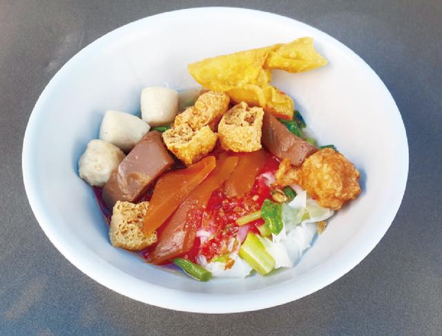 スープなしの紅腐乳太麺 ・・・40B