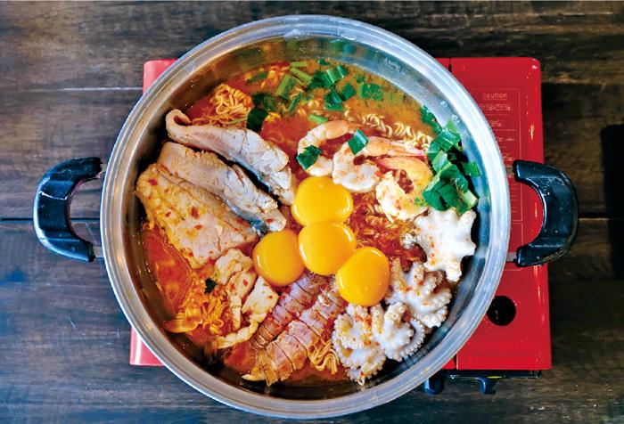 インスタント麺のトムヤム鍋 ・・・350B