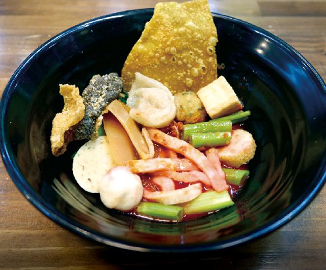 紅腐乳魚つみれ麺 ・・・75B