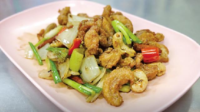 鶏肉とカシューナッツ炒め ・・・100B