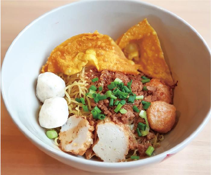 スープなしの中華麺 ・・・100B
