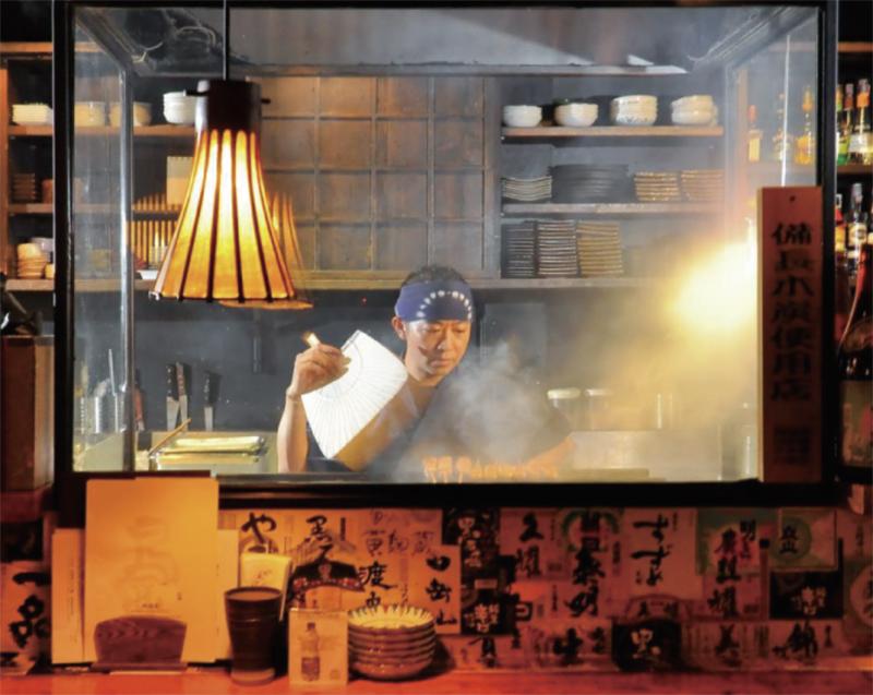 串焼は上質な炭火を使い、部位に合わせて丁寧に火を入れる。各80B〜
