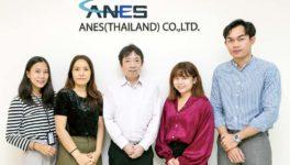 タイにおける本部としての機能を支えるスタッフの面々。中央が市川巌マネージングダイレクター