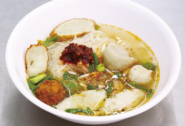 魚団子が入ったスープあり細麺 ・・・40B