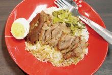 ココア風味に煮込んだトロトロ食感の豚足飯
