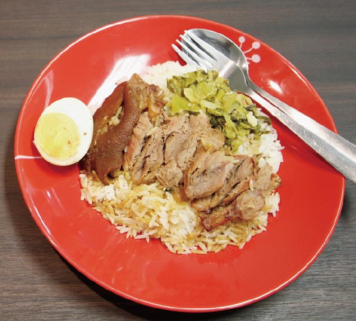 ココア風味に煮込んだトロトロ食感の豚足飯 - ワイズデジタル【タイで生活する人のための情報サイト】
