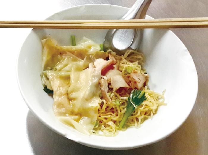 汁なしのエビワンタン入り中華麺 ・・・50B