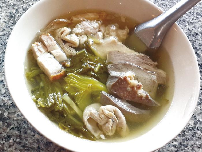 高菜漬け入りモツ盛り合わせスープ ・・・65B