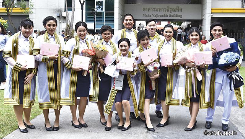 タイの大学卒業式ハレの日の風物詩って? - ワイズデジタル【タイで生活する人のための情報サイト】