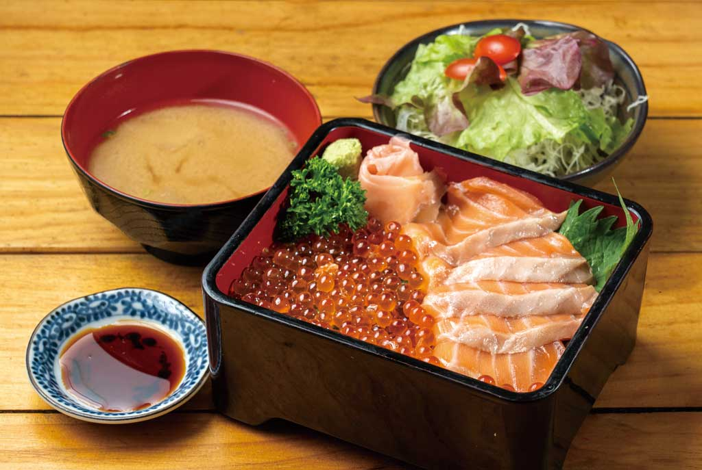 【鮭いくら重セット 420B】海鮮メニューで不動の人気No.1はたっぷりのいくらとサーモンのお重