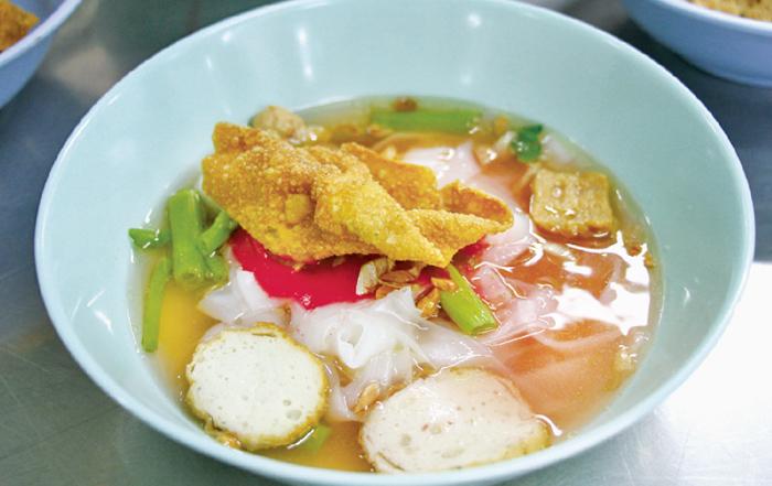 旧市街に香り立つ伝説の赤いスープ - ワイズデジタル【タイで生活する人のための情報サイト】