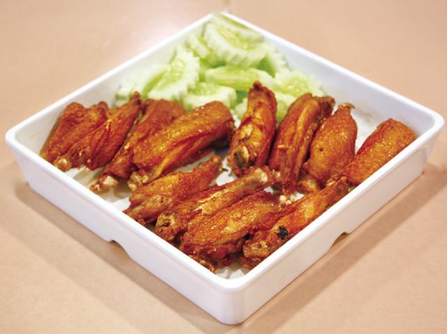 メイン料理ほか、サイドディッシュも さまざまな種類を選べます。