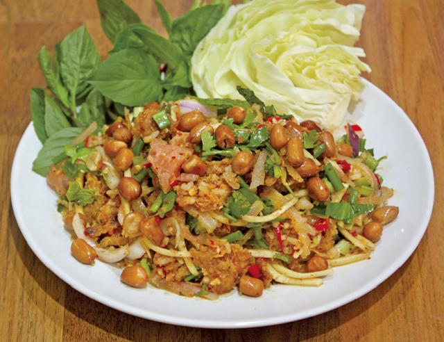 タイ風ソーセージの具だくさんサラダ - ワイズデジタル【タイで生活する人のための情報サイト】