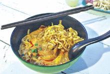 タイ北部の名物料理必食!カオソーイガイ