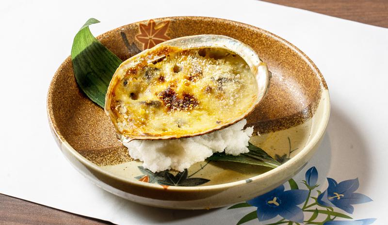 【あわびのコキーユ 380B】あわびの食感とチーズのハーモニー