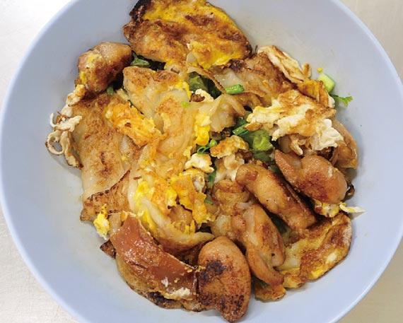 鶏肉の炒め麺 ・・・ 50B