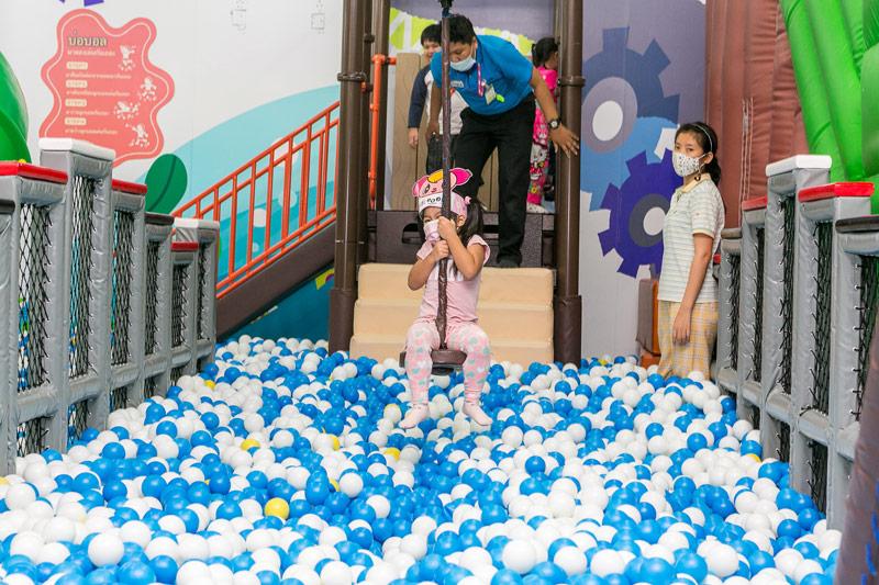 バンコクを中心に、タイでは現在27店舗を展開。 スタッフによるサポートも行き届き、日本流のホスピタリティも人気の秘訣です