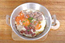 作りたてをフライパンのまま食卓へ。見た目もちょっぴりオシャレで、朝食にぴったり