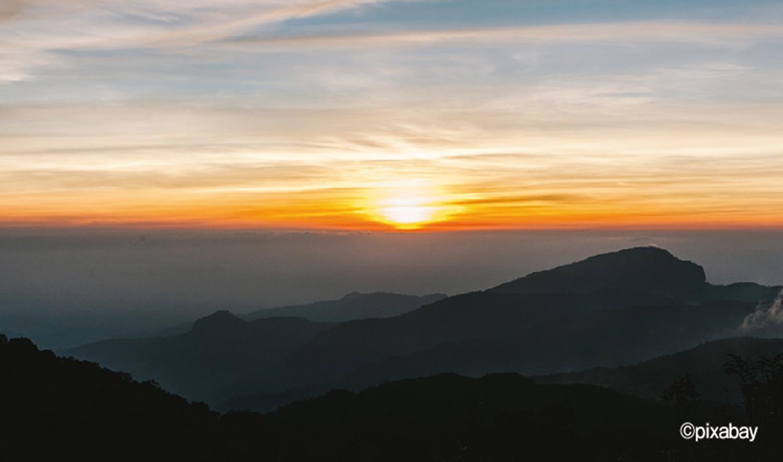 いつまでも眺めていたくなるドイ・インタノンからの朝焼け。1月の日の出予想時刻は午前7時前後