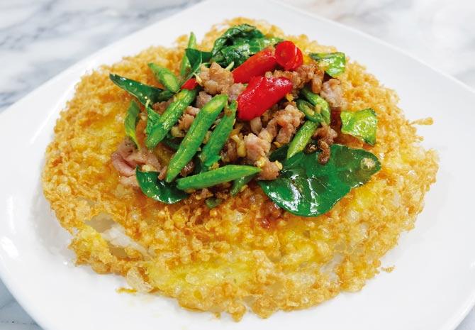 卵焼きと挽肉のバジル炒めご飯 ・・・ 89B