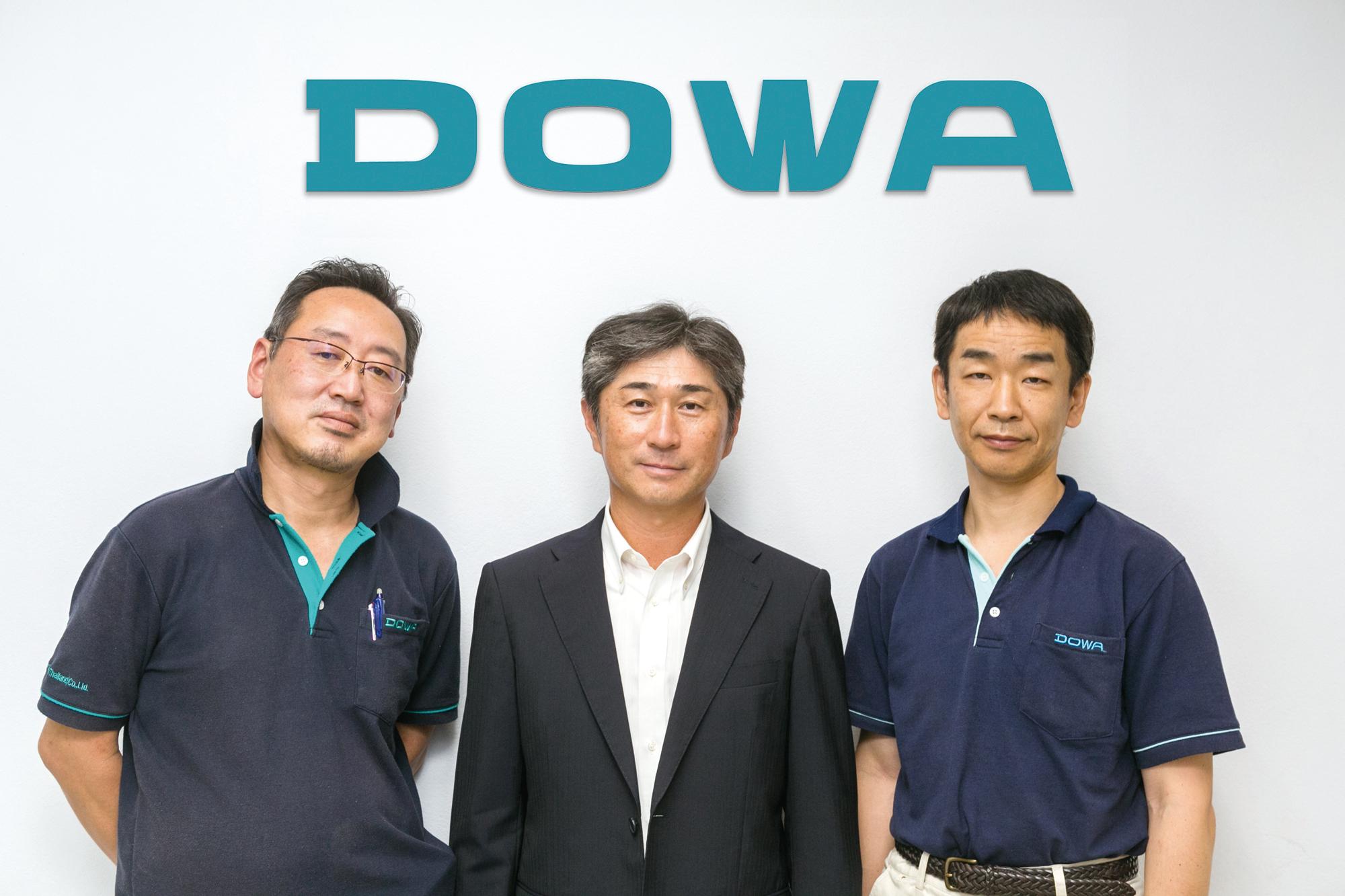 同社を率いる日本人エキスパートたち(写真中央が加賀代表)。熱処理技術のトータルサポート体制とものづくりに対する真摯な姿勢を貫き、日本品質の技術立社であり続ける