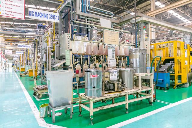 鋳造機に使う潤滑油はすべて回収し、ろ過機を通して再利用する