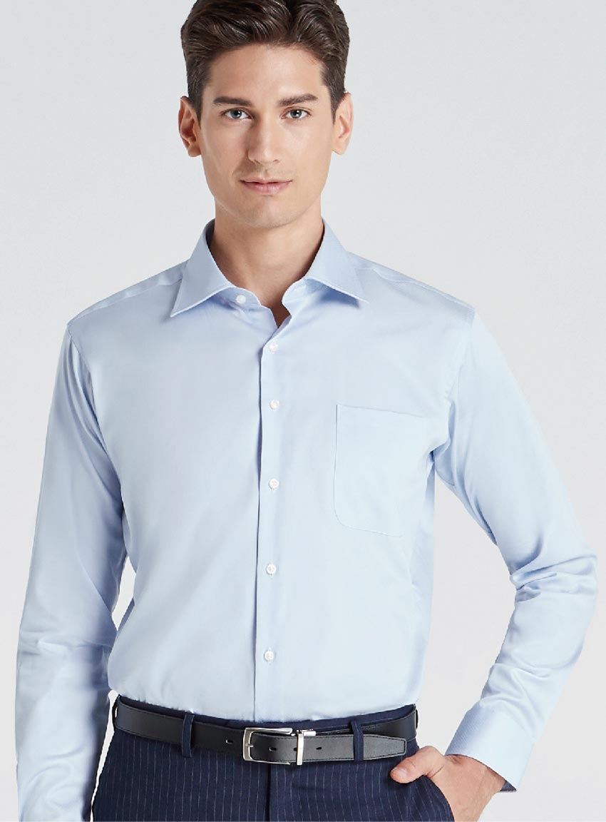 白の次に着やすいライトブルー。タイでは金曜日の色