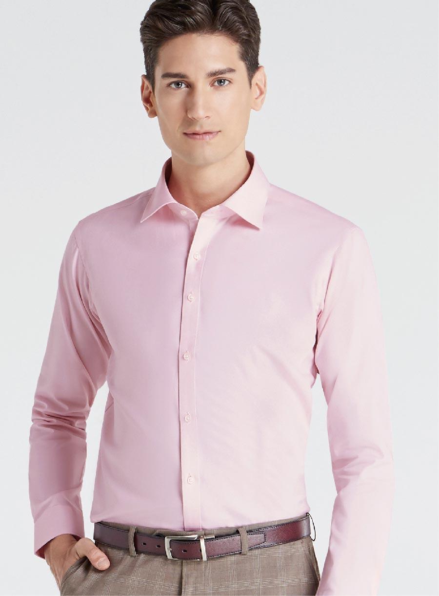 洗練さと柔らかさが光るピンク。グレー系のパンツとの相性も抜群