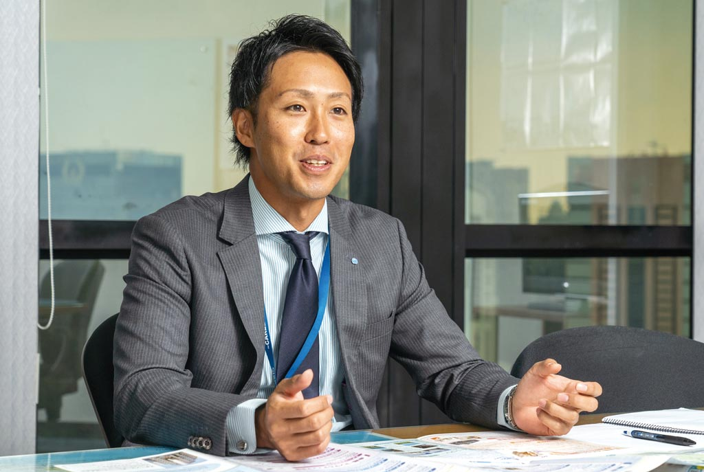 日本国内の「ピタットハウス」の支店長を歴任し、培った経験と高いコンプライアンス意識を遺憾なく発揮する佐藤代表