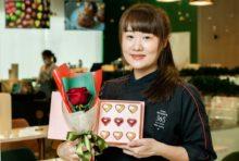 イ在住の日本人の皆さんのために、柴田武シェフが自らディレクションしたシグネチャーメニューが「バレンタイン・ボンボンチョコレート」です。この愛らしい小さなハートと一緒に、あなたの愛を届けてみてはいかがでしょうか。