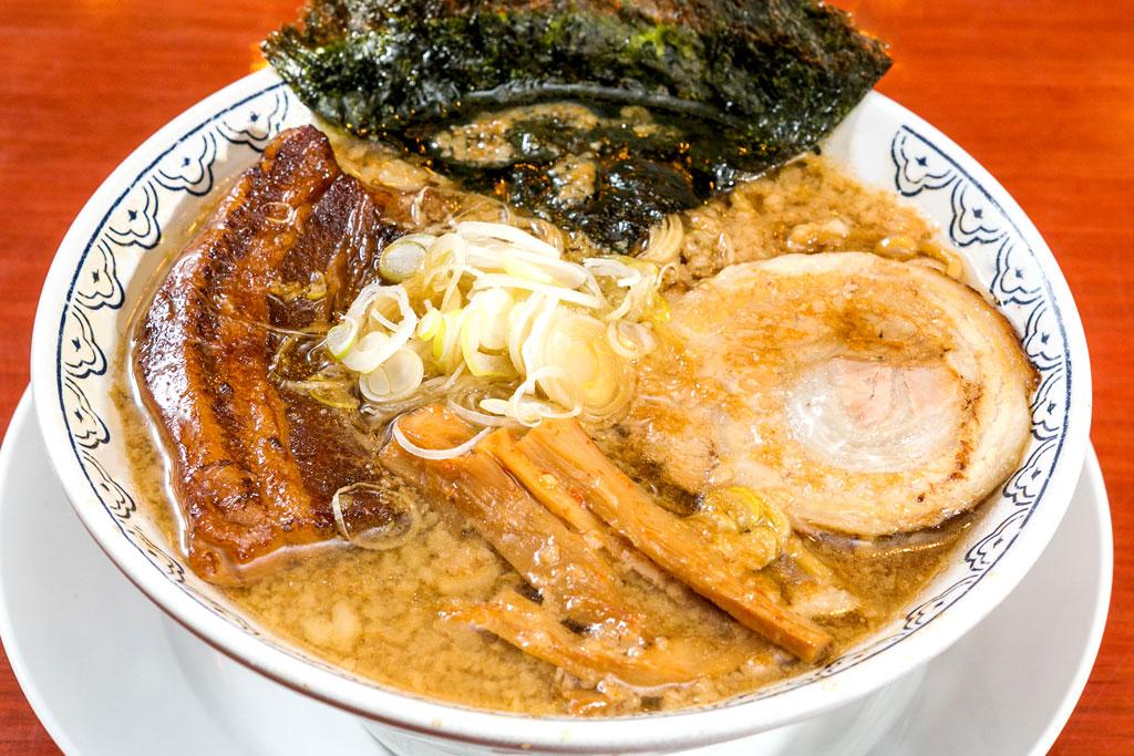 【角煮ばんから】 背油の旨味が溶け出した濃厚醤油豚骨 - ばんかららーめん(ICONSIAM店)