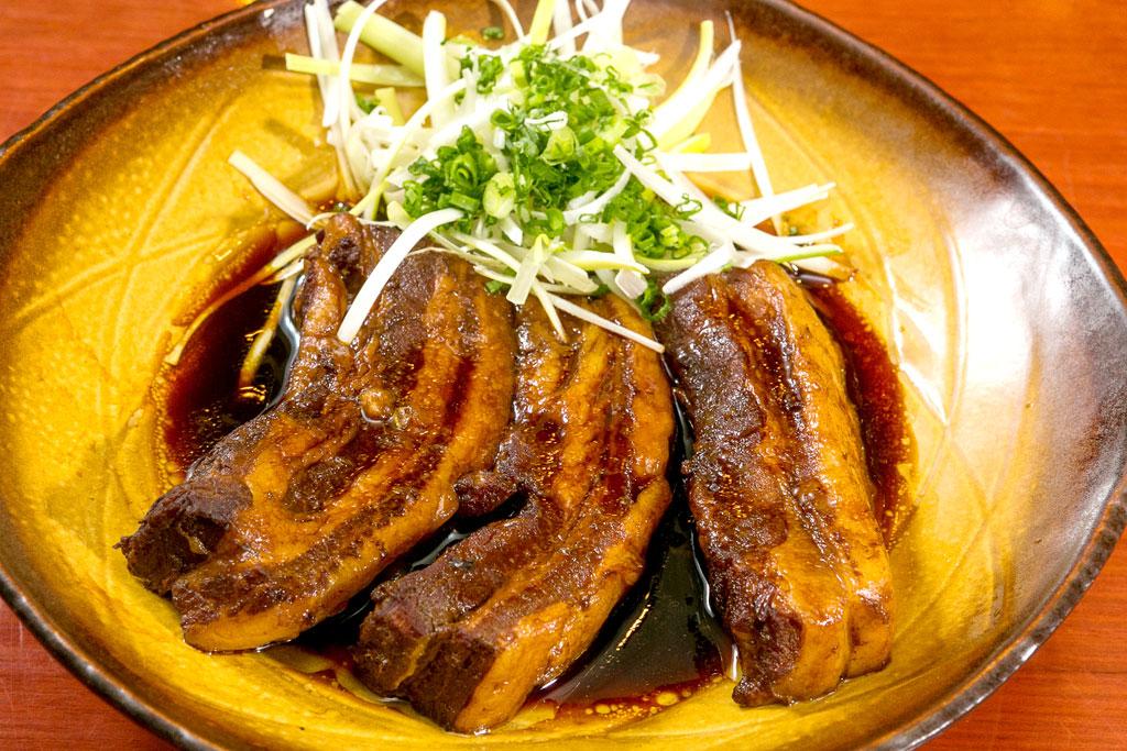 【角煮皿盛り】ヒタヒタのタレに浸かった柔らか角煮。おつまみにおすすめ - ばんかららーめん(ICONSIAM店)